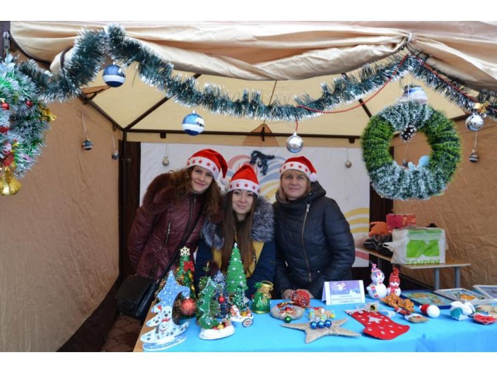 Благотворительная ярмарка-выставка в канун новогодних и рождественских праздников